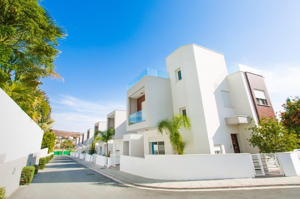 YPSONAS HOUSES